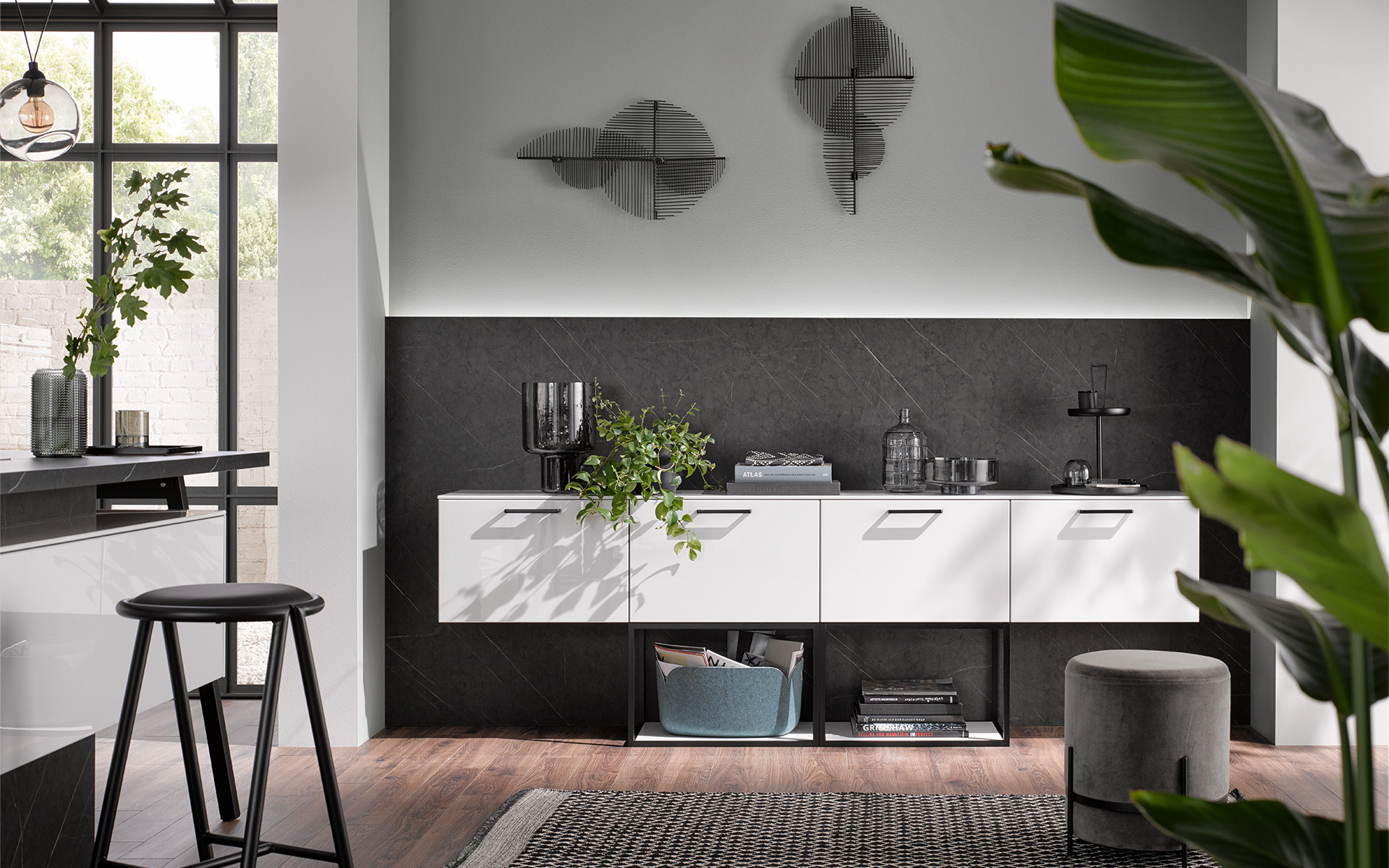 [Translate to Polski:] AV 2045 dark marble . AV 4030 polar white